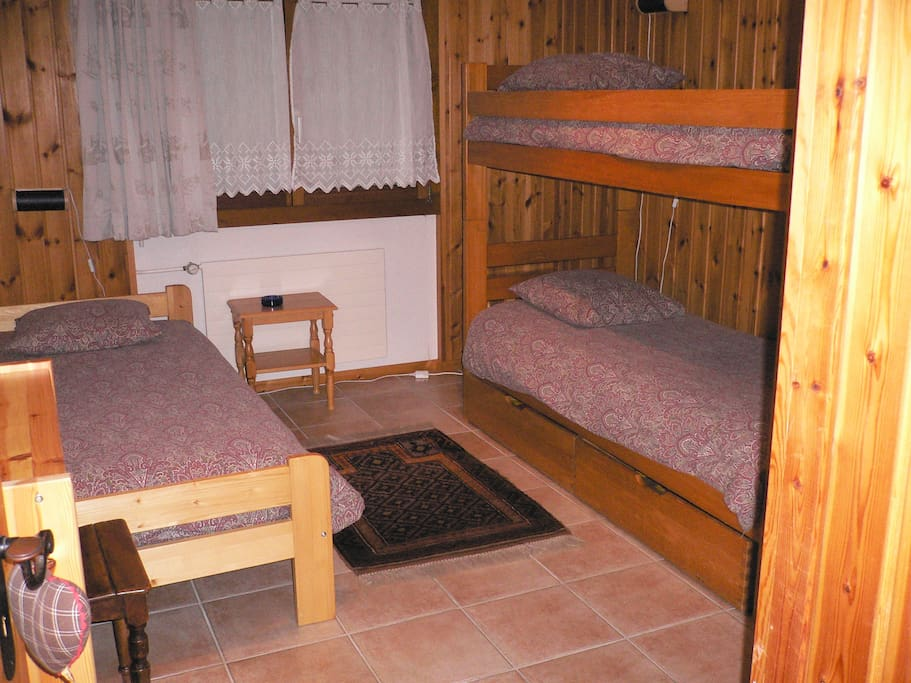 Room 2 with bunk bed