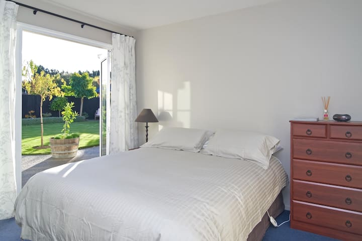 Olive House Bed and Breakfast - Christchurch - Ev