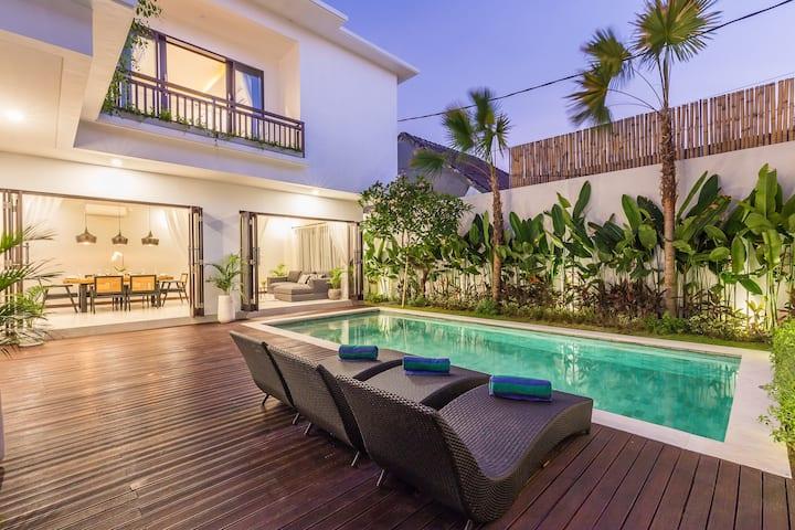 BRAND NEW luxury villa Azura in Oberoi/Seminyak