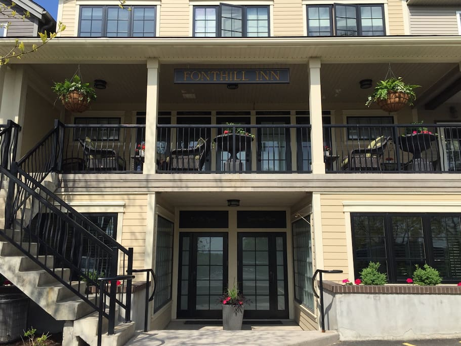 The Pelham Town Square side of the Inn where the parking is located.