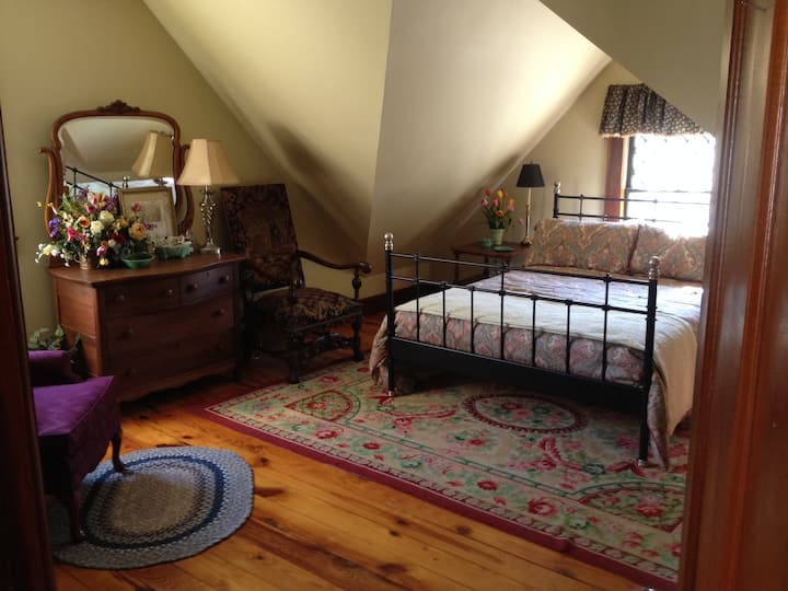 3rd Floor Guest Suite in Victorian