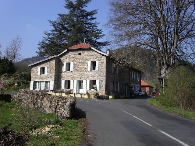 Confort et Tradition: GITE DE DEUX-EAUX - Saint-Martial - บ้าน