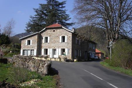 Confort et Tradition: GITE DE DEUX-EAUX - Saint-Martial