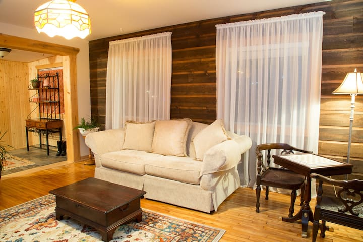 Charming home on Ile Perrot