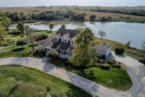 Vineyard House and Private Lake