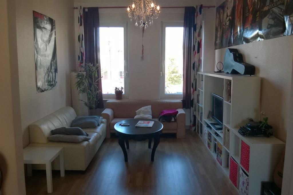 Wohnzimmer (Living Room)
