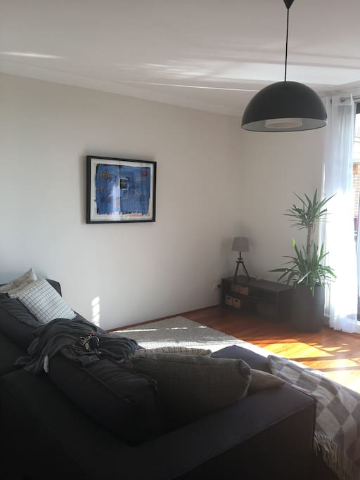 Lovely sunlit apartment near coogee beach wohnungen zur for Living room yoga coogee