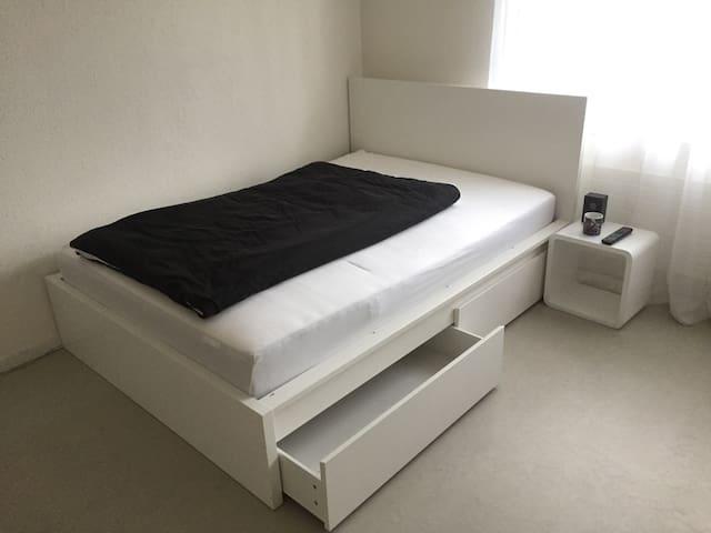 Zimmer in schönem Haus - Würenlos