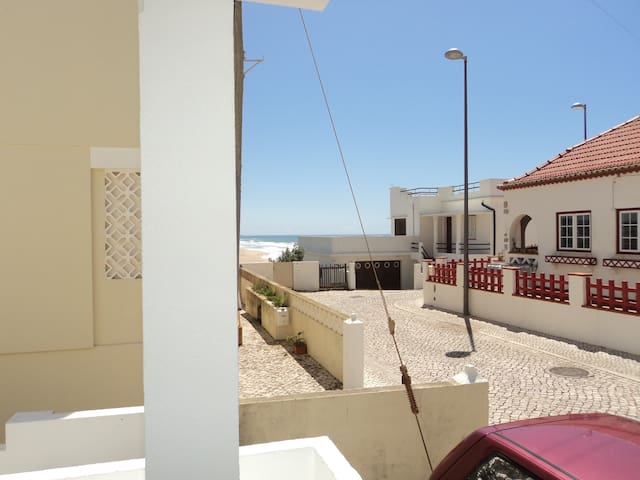 Watch the waves from the balcony - Lourinhã - Wohnung