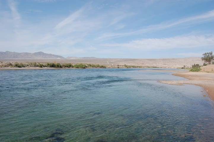 Steps to the River with mtn views! - Bullhead City - Leilighet