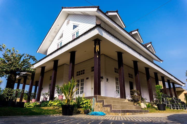 Alakapuri Villa - Bumiaji