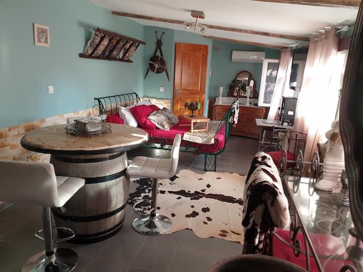 logement entier studio  jardin et jacuzzi privé