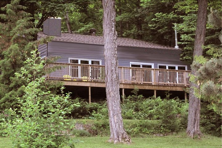 Waterfront cottage on lovely lake - Hastings Highlands (Bancroft)