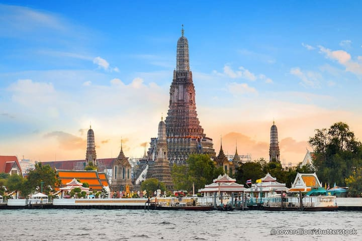 Wat Phra Kaew, Grand Palace, Wat Pho , The Great Pier from the house 10 minutes by taxi.
