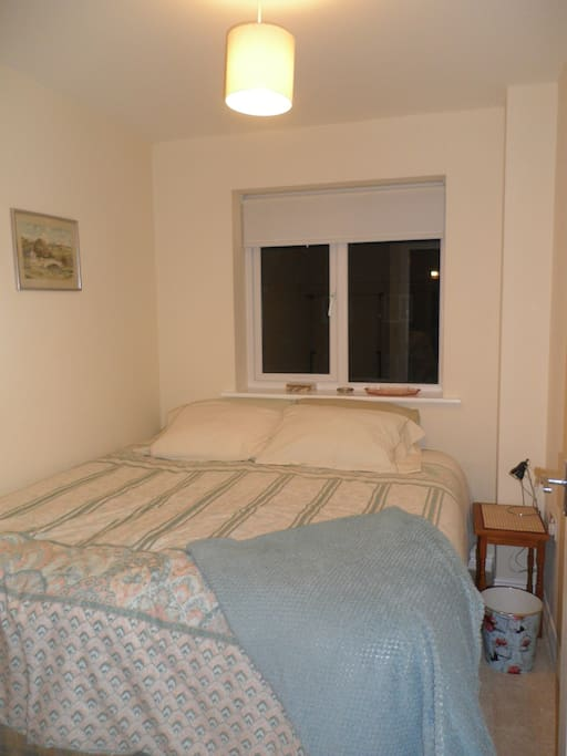 """Extra room only to be booked along with """"Kingsize bed with ensuite shower near everything !"""""""