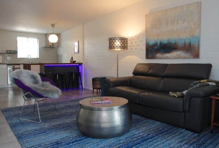 Modern Uptown Character in Old Town Scottsdale - Scottsdale