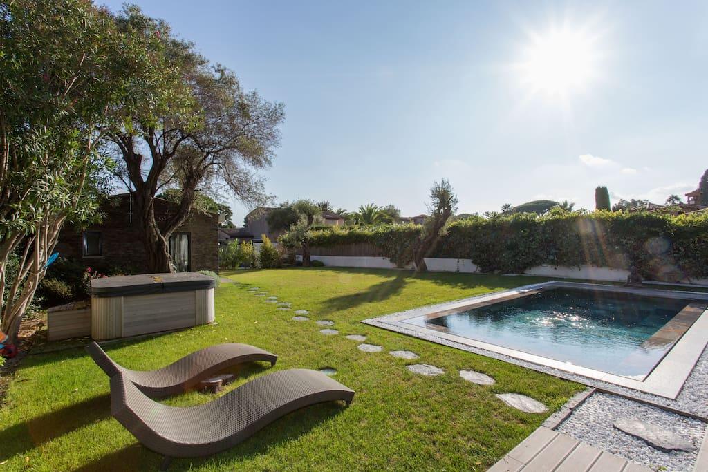 cap d 39 antibes versant ouest 200 m plage villas louer antibes provence alpes c te d. Black Bedroom Furniture Sets. Home Design Ideas