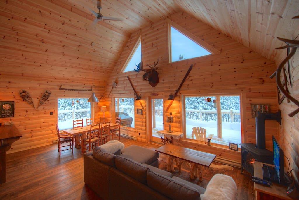 chalet 10 personnes avec spa et flanc de montagne chalets louer la malbaie qu bec canada. Black Bedroom Furniture Sets. Home Design Ideas