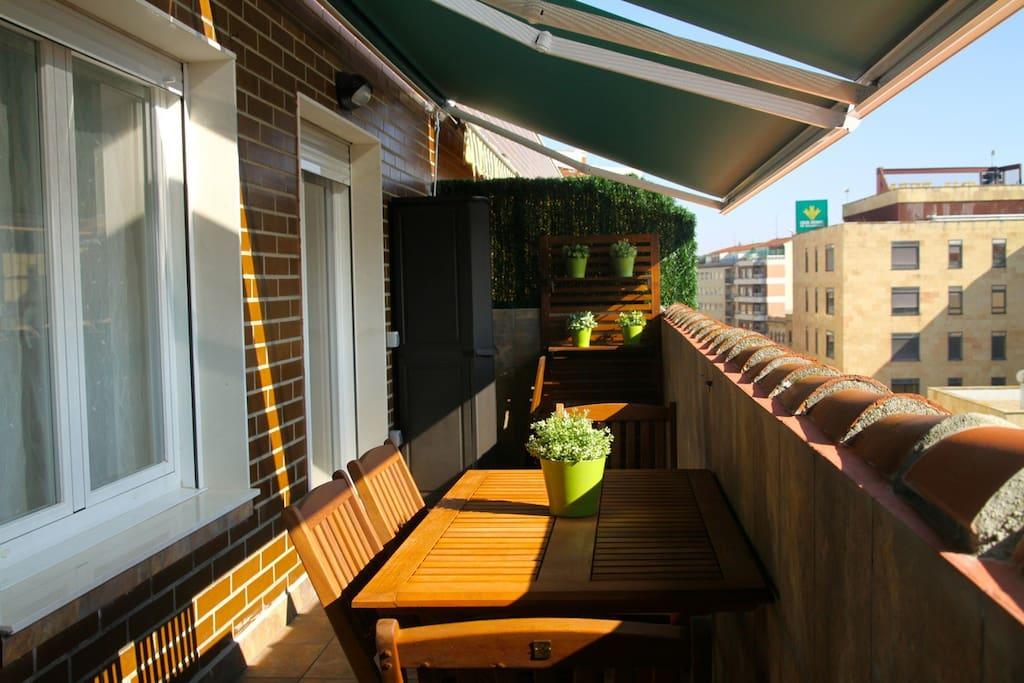 spektakul re ansicht in bezaubernden dachgeschoss wohnungen zur miete in salamanca spanien. Black Bedroom Furniture Sets. Home Design Ideas