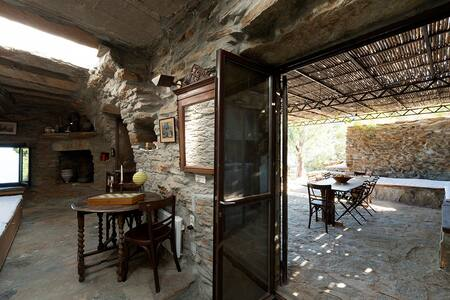 Kea Architect's The Haven stone cottage - Orkos