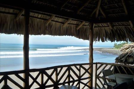 Epic Ocean Front Surf House  - La Libertad - Hus