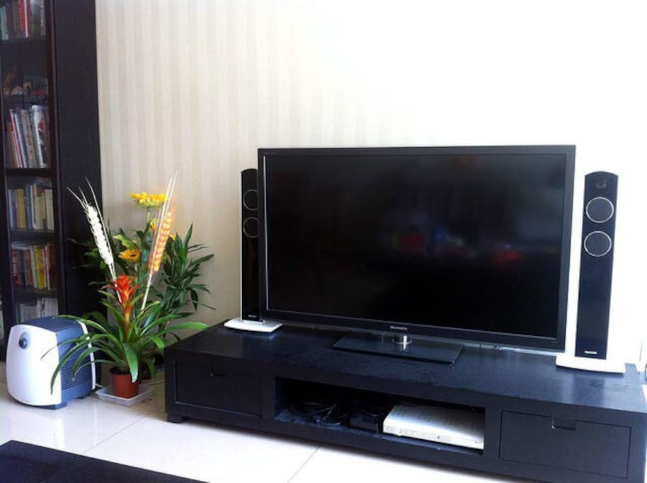 3D TV and humidifier