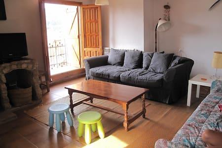 Casa en Orihuela del Tremedal 1