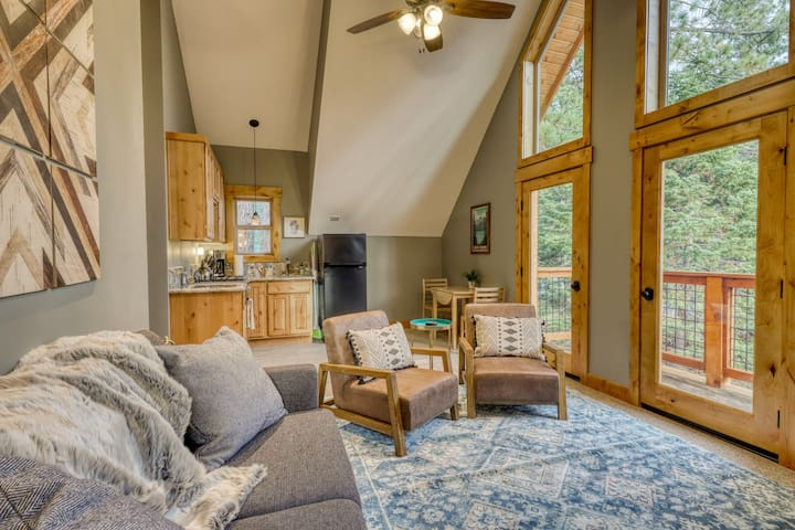 Remodeled cabin apartment w/ gas stove, private entrance, shared amenities