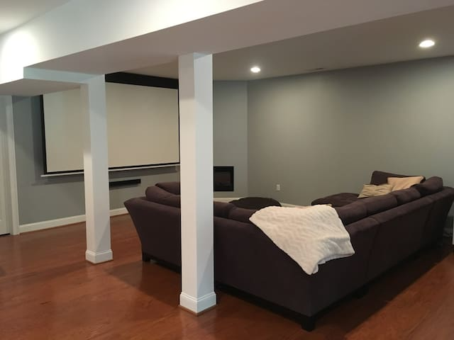 Private 1600 sq ft Basement Suite