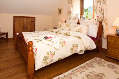 Escape to the Country Barn - Llangenny