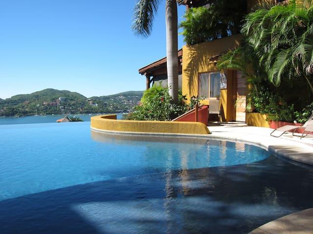 Luxury Executive Condo - Preciosa On the Bay - Zihuantanejo - Osakehuoneisto