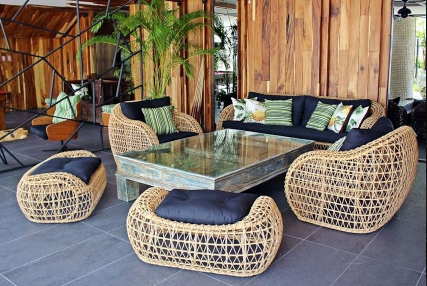 Many common spaces to relax around palm