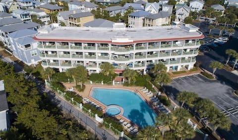 Gulf View Studio overlooking Pool