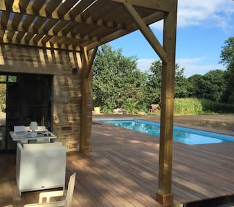 Old farm rebuilt  in brittany with swimming pool - Ploemel - Talo
