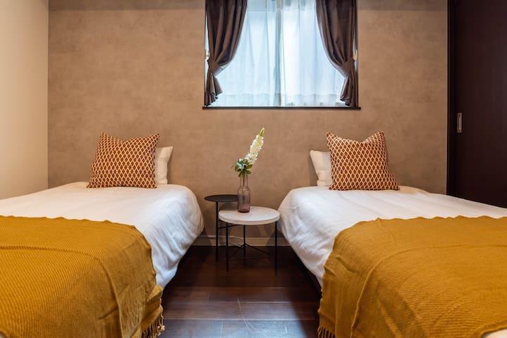 Bedroom(2 single beds).