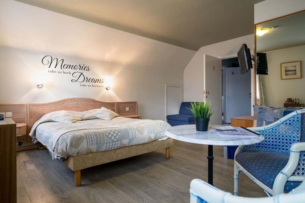 Bed breakfast villa monique comfort kamer bed breakfasts for rent in koksijde - Bed kamer ...