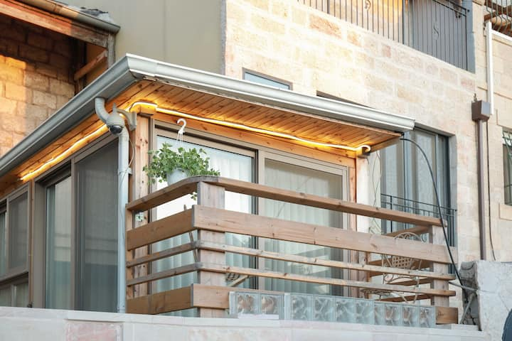 ★Stylish Loft/Right By Machne Yehuda Market +TV★