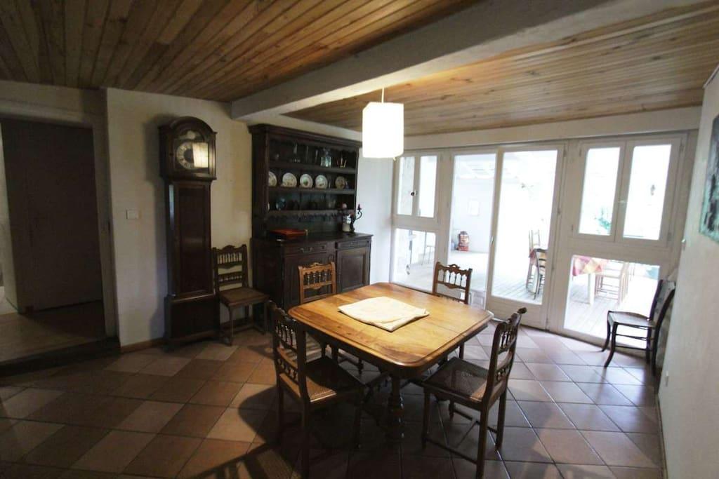Maison de village avec grand jardin houses for rent in for Jardin noble val 2015