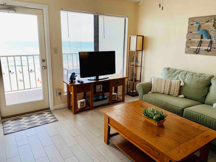 Beautiful Beachfront 2 Bed/Bath Condo - Great rate