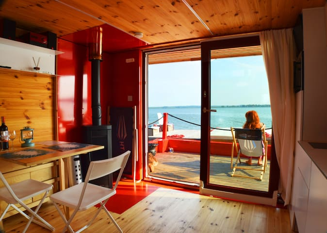 Houseboat HT9 with fireplace and floating terrace