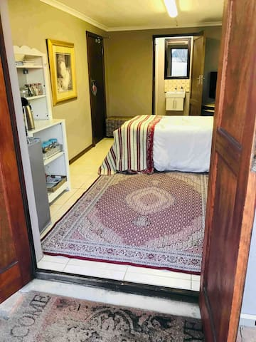 Private  studio apartment with  wifi and parking