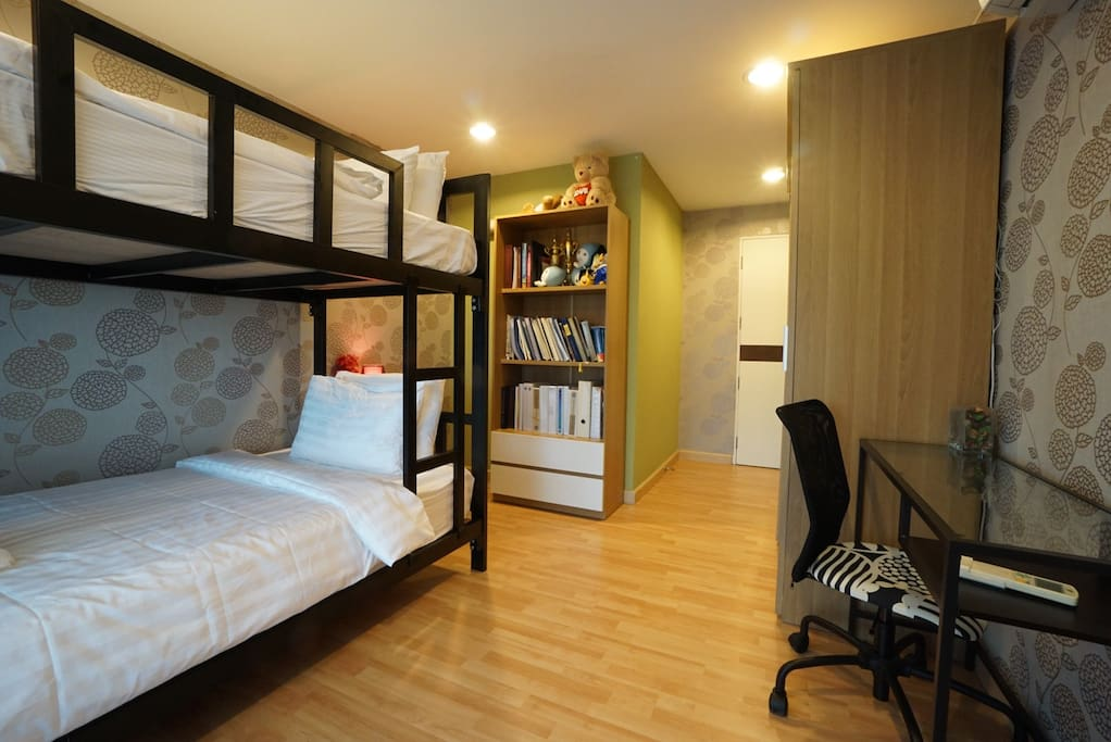 2nd bedroom with bunk bed.