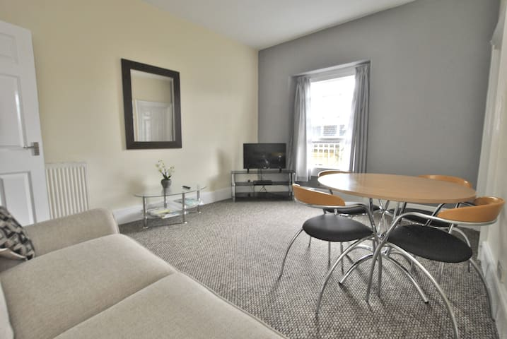 Modern One Bedroom Apartment-Charlotte Street,Bath