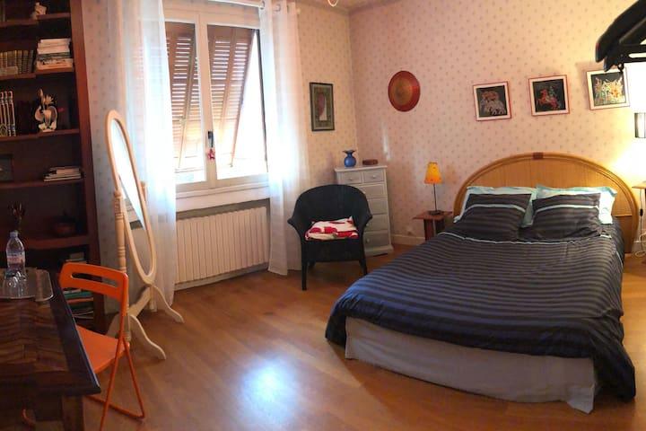 Maison conviviale Arnas! Chambre 1