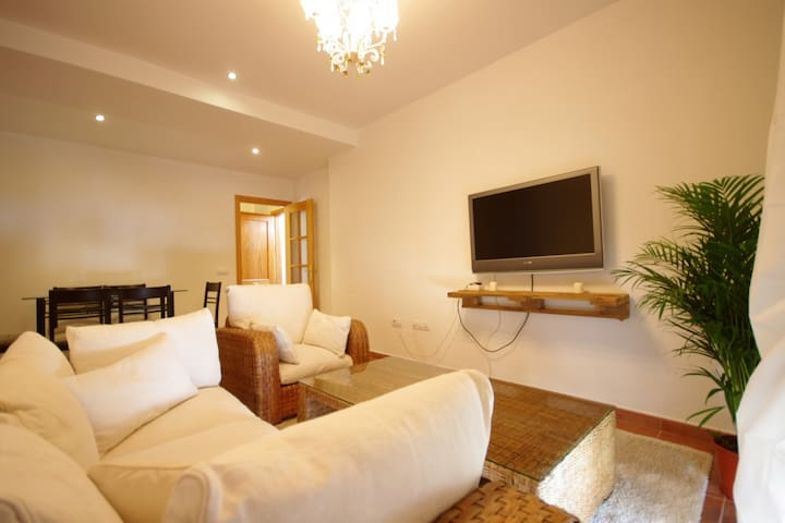 Nice apartment in Facinas - 400