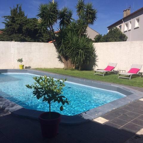 Charmante maison rénovée en plein cœur de Narbonne - Narbonne - Villa
