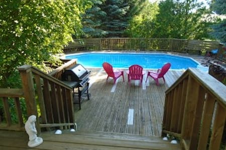 Enjoy the beach, heated pool or by the fireplace. - Cobourg - Σπίτι