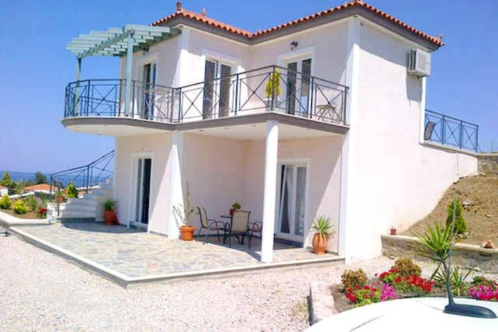 Private Lower Villa on Greek Island - Anaxos Skoutarou - Huoneisto