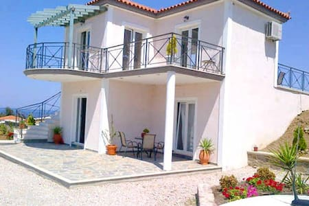 Private Lower Villa on Greek Island - Anaxos Skoutarou