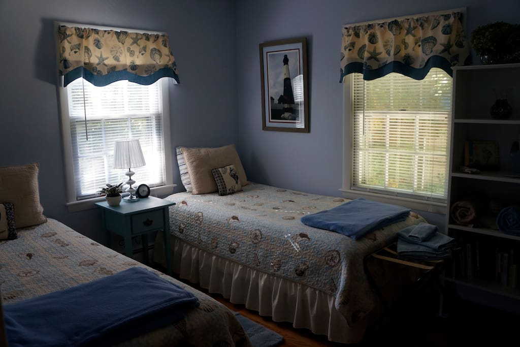 Private room with standard twin beds